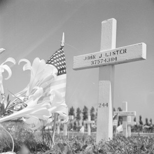 John J. Lister killed in action on 7 April 1945 – 48 Infantry Batalion – 7th Armored Division – C Company. Photo by Erfgoed in Beeld (2006). PD-CCA-Share Alike 2.0. Wikimedia Commons.