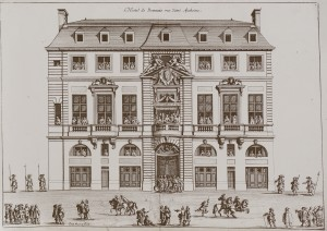 Engraving of the façade of the Hôtel de Beauvais. Procession of King Louis XIV and Maria Thérèsa. Engraving by Jean Marot (c. 1660). Photo by Siren-Com (2010) PD-Art/PD-CCA Share Alike 3.0. Wikimedia Commons.